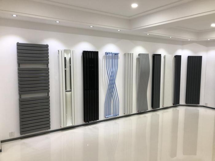 """28道工序、30余种管型、日产1500件产品 米兰春天实力诠释""""悬挂的时尚"""""""
