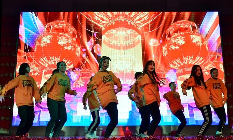 """四川仪表工业学校""""仪校菁英""""年度颁奖盛典暨2019年元旦汇演举行"""