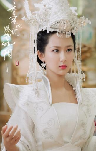 36岁张钧甯和26岁杨紫古装撞造型!网友:白银和塑料的质感对比
