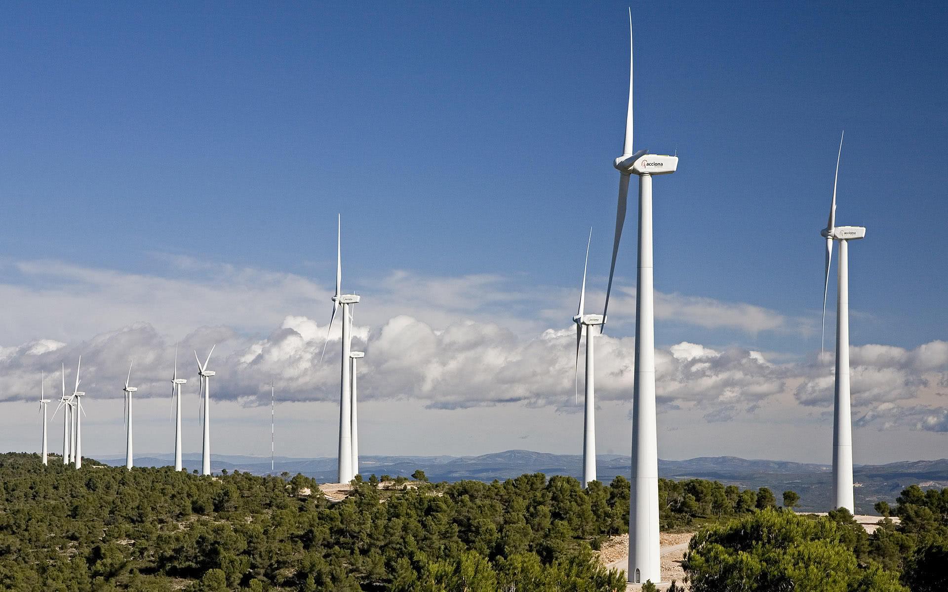 为何风力发电机转动速度这么慢,还能大量发电呢?看完大开眼界