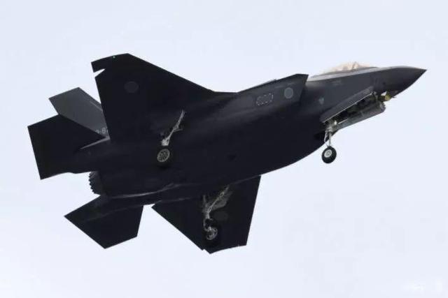 坠毁F-35A的狗亚app官方捞到了