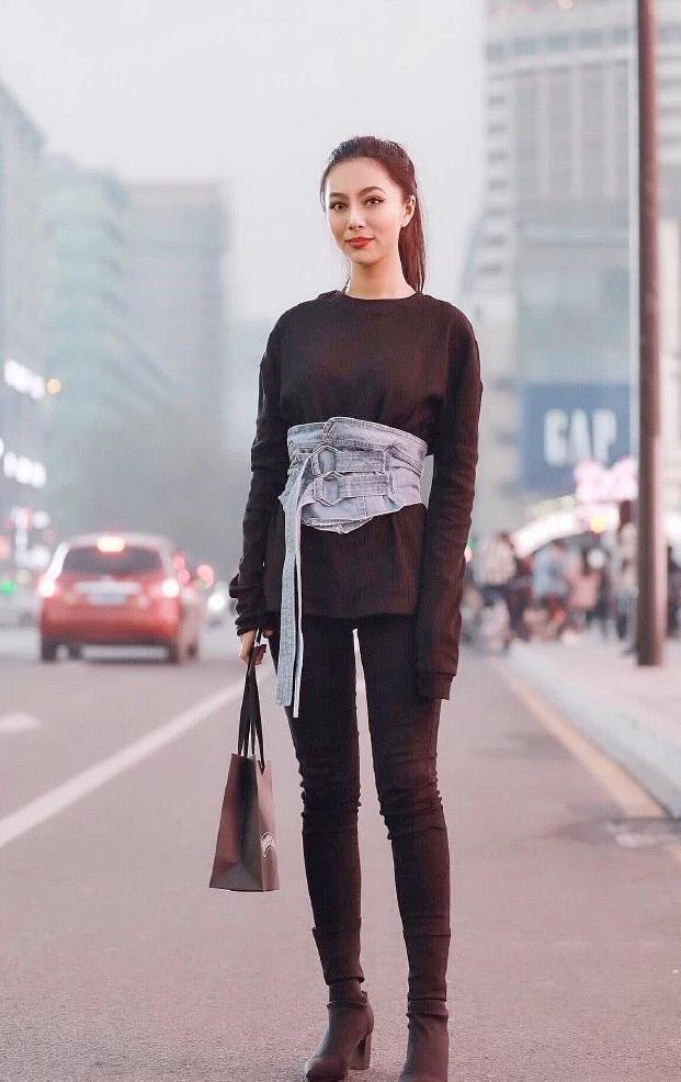 时尚街拍:牛仔裤休闲不失潮流, 修长大腿惹火抢镜!