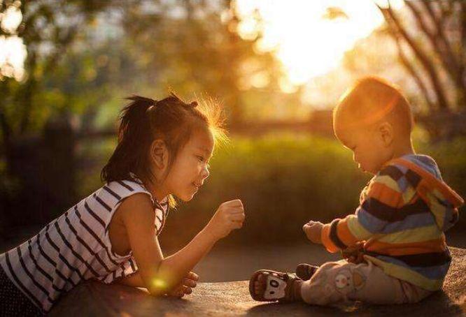 """孩子跟你哭诉""""被打了""""?别纠结该不该让孩子还手,学会正确处理"""