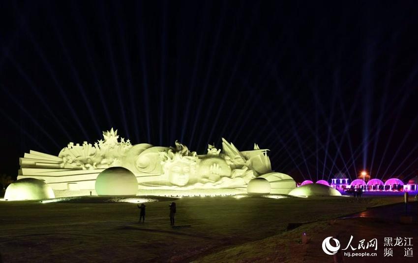 """图说龙江·元旦专辑:太阳岛雪博会闪亮3D """"城市之光""""激光秀"""