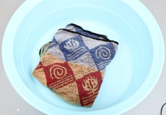 清洗毛巾别再用肥皂,教你一招,多脏多旧的毛巾一分钟干干净净
