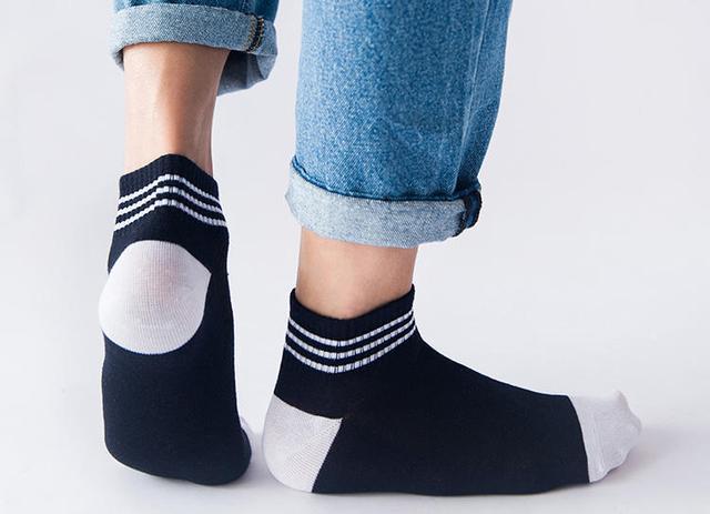 男人袜子的穿搭讲究,根据裤子而非鞋子搭