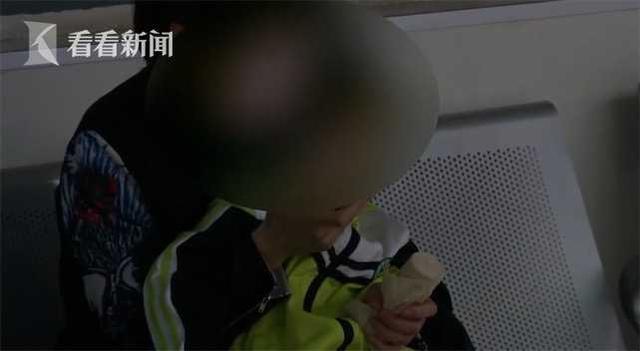 生死时速!3岁女孩咬破温度计误吞水银 的哥连闯红灯紧急送医