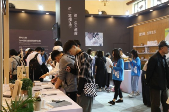 为中国打造好亚博足球app官网 晨光亚博足球app官网亮相第二届中国品牌日