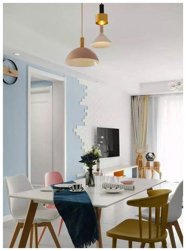 北欧风三居室的装修,白色文化石与灰蓝色的组合真好看