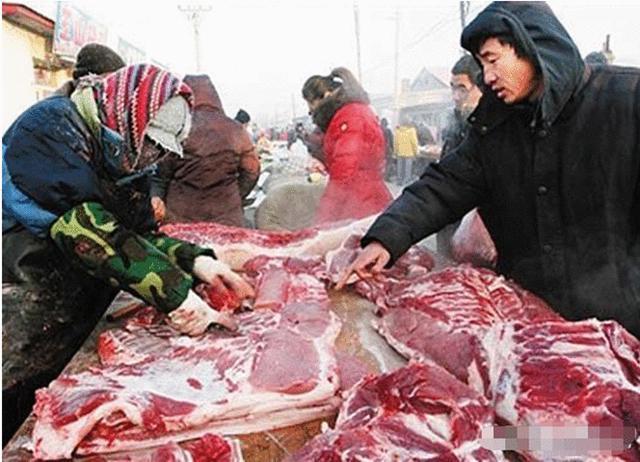 """""""假牛肉""""是怎么做成的?看到原材料后,再也不敢买便宜牛肉了"""