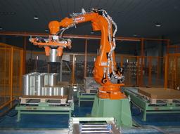 山东玻纤引进智能机械手,帮助职工实现高效作业