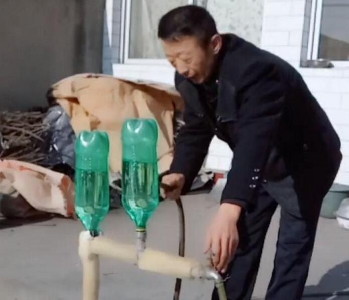 严冬里,水龙头被冻住了怎么办?农村大哥有妙招!网友:靠谱吗?