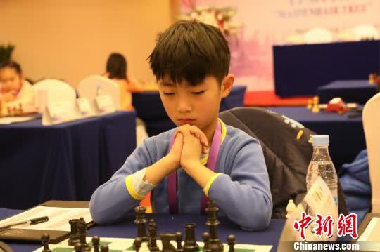 亚洲国际象棋业余锦标赛郑州开赛 棋手沉思显百态