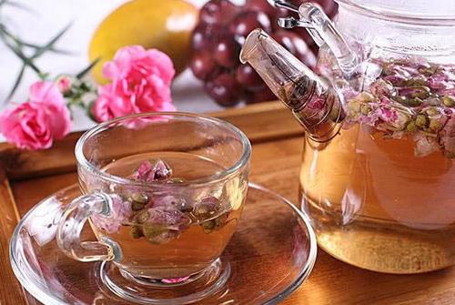 玫瑰花茶美容养颜,疏肝解郁,但2类人不能喝,要注意