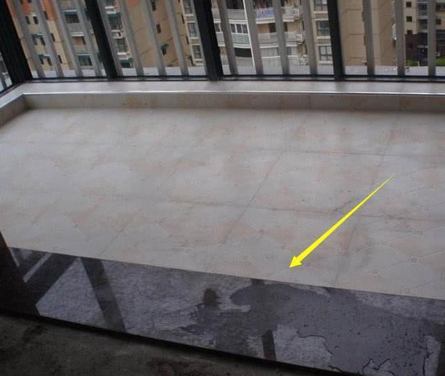 客厅与阳台之间,用鹅卵石做个性门槛石,同小区业主瞧见羡慕坏了