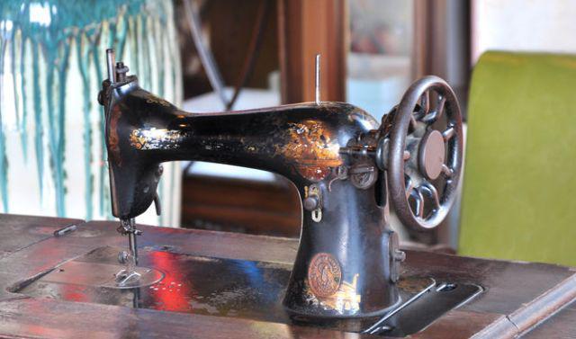 在农村,为何常有小贩收购老式缝纫机?老缝纫机卖多少钱合适呢
