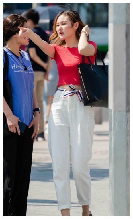 """人像摄影:小姐姐爱上了""""墙纸裤"""",腿长瞬间一米五,时髦值UP"""