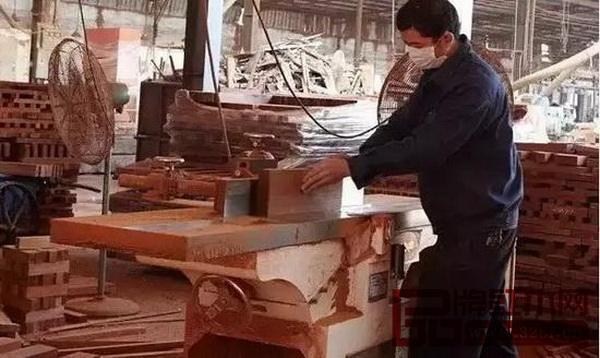 红木家具为何奇贵无比,部分原材料的出材率居然不到两成