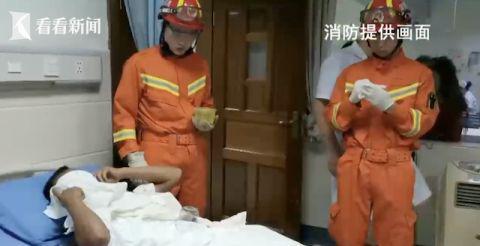 火罐嵌入肚皮拔不出 消防员用上切割机...