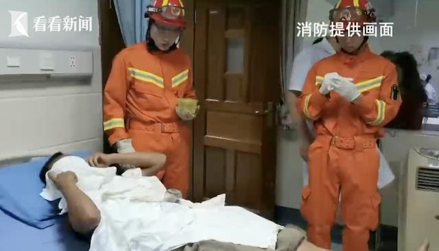 男子自己拔火罐不料吸住肚皮拔不出 消防员用上切割机