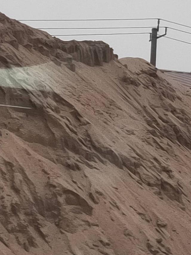 """沧州沧县建材厂无视环保,扬尘严重,乡镇涉嫌""""包庇""""。"""
