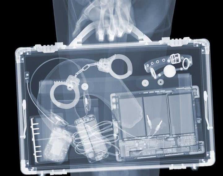 安检X光机下能看到什么?身体和箱包内部一目了然,毫无隐私可言
