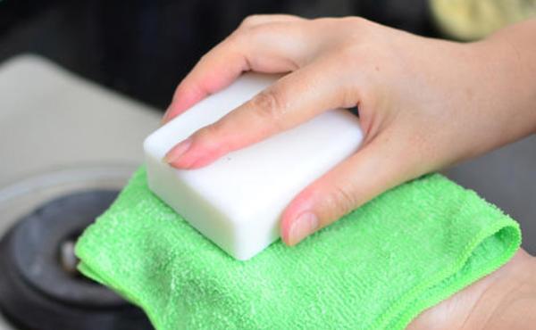 皮衣皮鞋长霉斑了怎么去除,用点肥皂再加这一步,皮革恢复如初