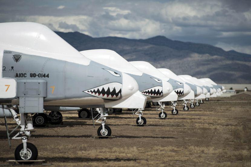 2000架先进三代机放进沙漠 机体被乳胶密封 放上20年不会生锈