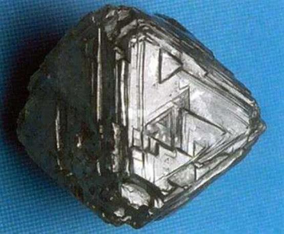 金刚石在它面前如同玻璃,该物质硬度超40倍,是飞船的重要材料