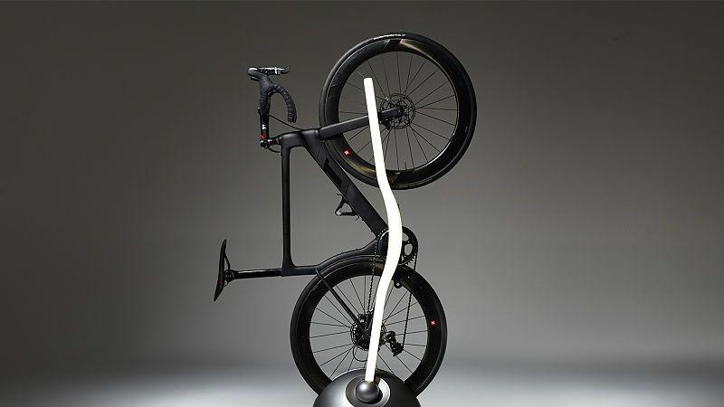 放下来是一辆自行车,立起来就是一个落地灯,这样的创意你爱吗?