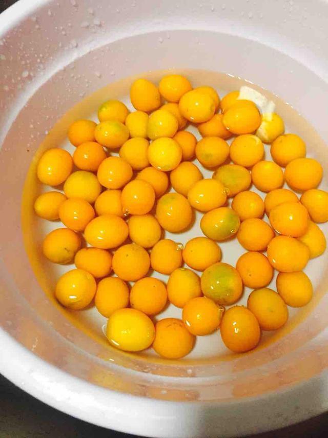 我做的金桔蜜饯,一点也不酸,比糖果还香甜,孩子常吃化痰不咳嗽