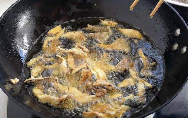 一个鸡蛋一点面粉加上点蘑菇,做出鱼肉的味道,孩子们非常爱吃
