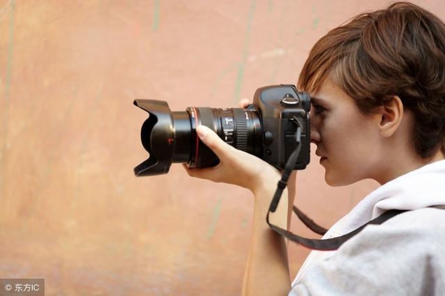 摄影是现代科技进步的产物,必须借助专门的器材才能进行