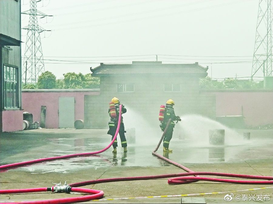 昨天上午,姚王镇在江苏泰宇减速机有限公司举行消防应急演练
