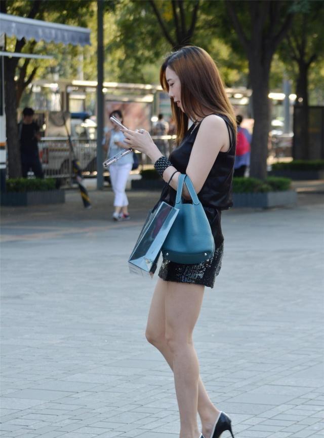 亮片包臀裙搭配尖头细跟鞋,身材好的姑娘穿搭都这么时尚