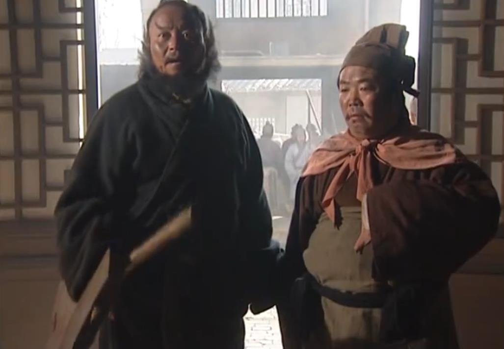 红头巾插金花,铁甲凤盔锦衣绣袄,第一个挑战卢俊义的好汉是谁?