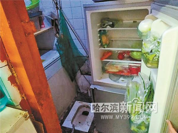 外卖餐馆冰箱、厨具竟放厕所里