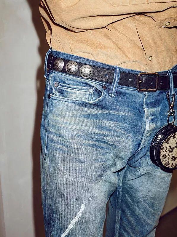 美国设计师品牌 John Elliott 于日前联手以皮革服饰见长的日本朋克品