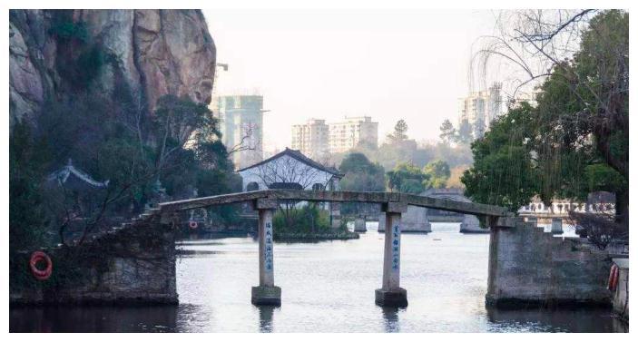 西游记女儿国取景地,曾是废旧石料场,如今成三大名湖之一