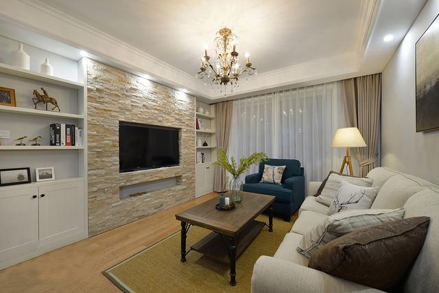 110平现代简约风格两房,整体清雅舒适,质感气派的背景墙真亮眼