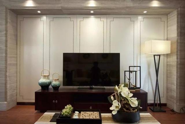 原来电视背景墙做成硬包的样子,是这样的简洁大方