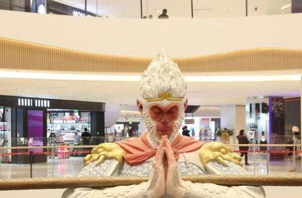"""西安惊现""""美猴王"""",七米高雕塑很显眼,却被网友喊:拆了重建!"""