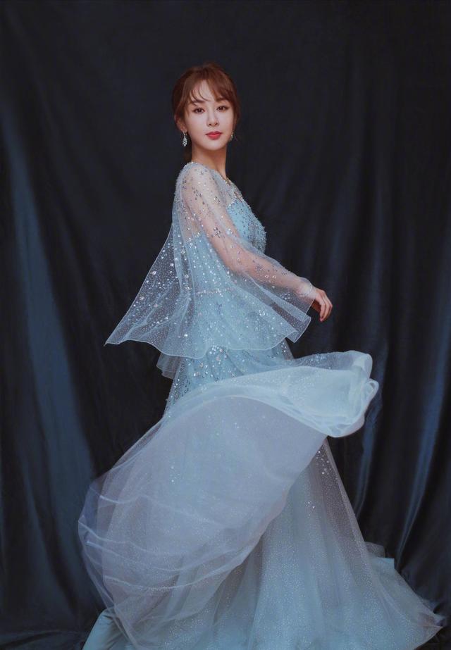 杨紫这一身仙女打扮,配上灯光,简直迷人眼啊