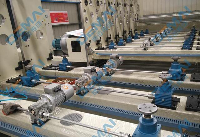 丝杆升降机与RV减速机经常配套使用