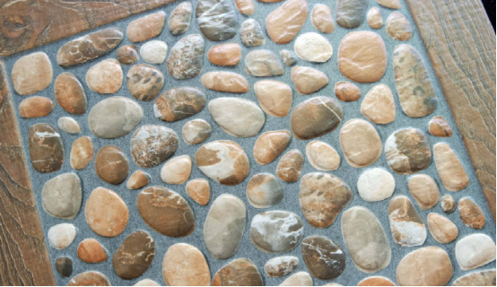 朋友家里阳台不铺地砖铺鹅卵石,时髦又防滑,太有创意了