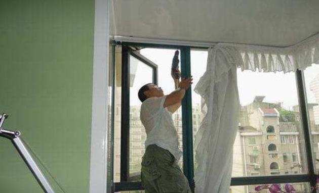 纱窗清洗太麻烦那是你没用对方法,学会这一个干净千万个