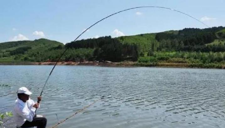 夏季钓鱼,在渔具上该怎么选择?这3个技巧让你钓得更多