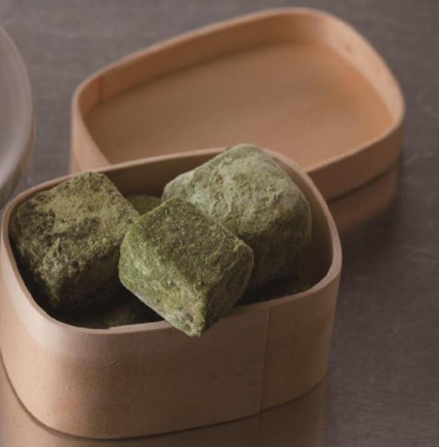 曲奇也能做成立方体,按我这样做能裹上糖粉,香酥可口