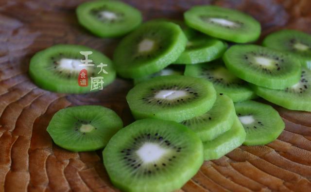 自制健康小零食——烤猕猴桃干,百吃不厌,告别各种添加剂