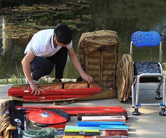 """爱钓鱼有福了!人见人夸的""""渔具包""""上架了,防水拉风又先进"""